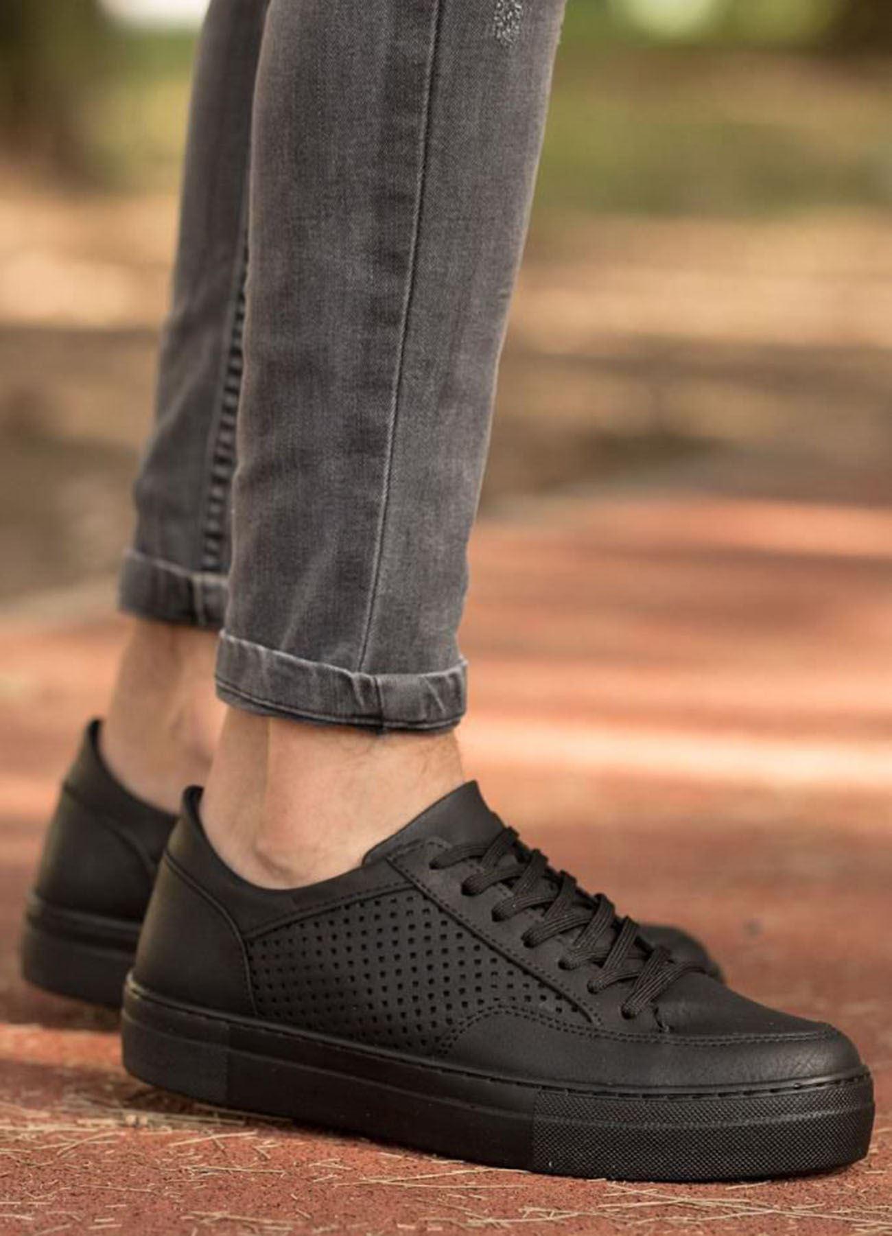 Delikli Model Siyah Ayakkabı