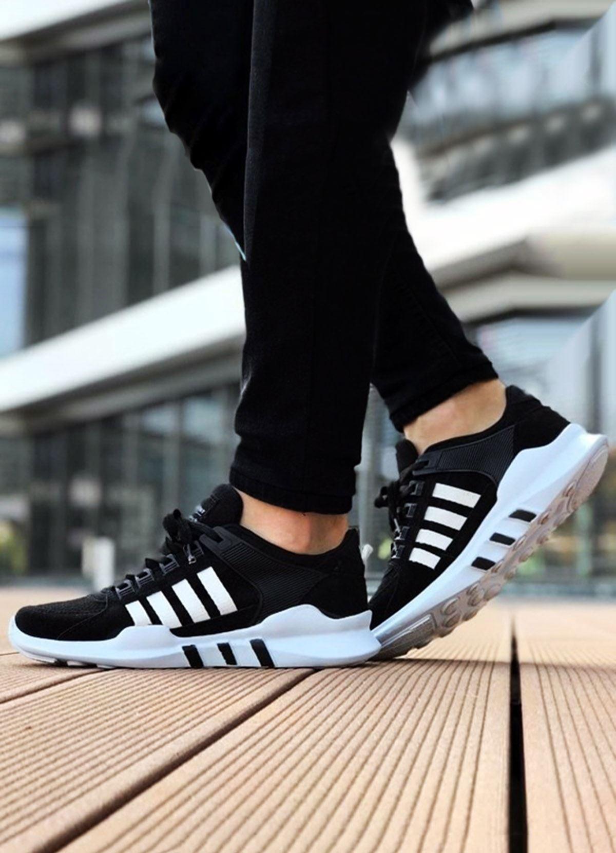 Beyaz Çizgili Spor Ayakkabı